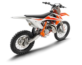 141615_KTM 125 SX right front MY2017 studio